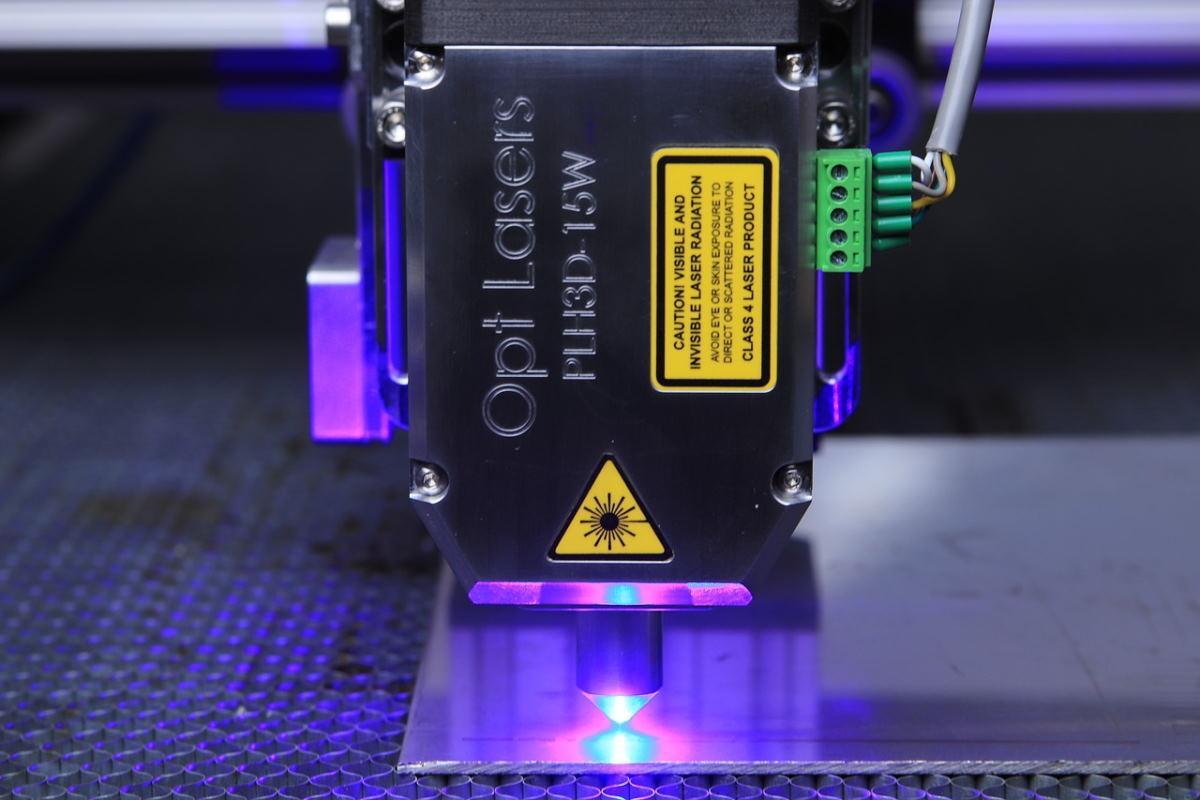 Дрон с лазерным резаком – LaserFactory